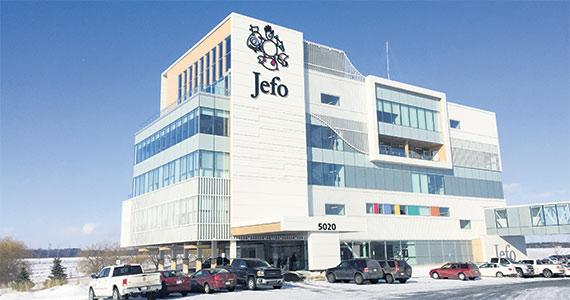 Le siège social nec plus ultra de Jefo, en bordure de l'autoroute20, à Saint-Hyacinthe.