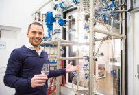 La microdistillerie Noroi veut se démarquer par son alambic unique qui réussit à bouillir l'alcool sous le point de congélation, une technologie qui développe un profil aromatique distinctif. Crédit photo : Martin Ménard/TCN