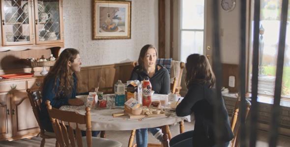 Raphaëlle, au centre, a profité du déjeuner pour annoncer à Isabelle et à Audrée qu'elles n'avaient pas à s'inquiéter, car elle serait probablement celle qui serait éliminée, et elle avait raison.