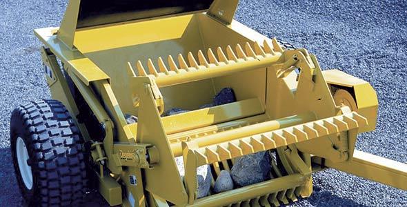 La ramasseuse RockKing9600, de la compagnie Degelman située en Saskatchewan. Crédit photo : Gracieuseté de Degelman Industries