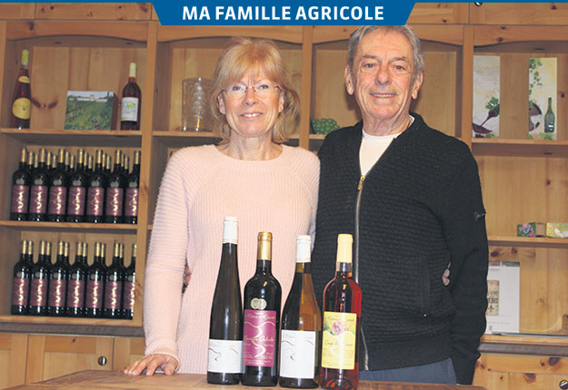 Carole Laverdière et Roger Dulude prévoient délaisser le vin pour développer deux types de champagnes au cours des prochains mois. Crédit photo : Frédéric Marcoux