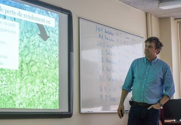Congédié du ministère québécois de l'Agriculture en janvier dernier pour avoir dénoncé l'ingérence de l'industrie dans la recherche sur les pesticides, M. Robert souhaite maintenant que la manière dont le travail des agronomes participe à celle-ci soit modifiée. Crédit : Archives/TCN