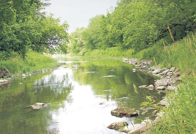 La rivière des Hurons est l'une des quatre rivières échantillonnées par le ministère de l'Environnement depuis 1992. Crédit photo : Archives/TCN