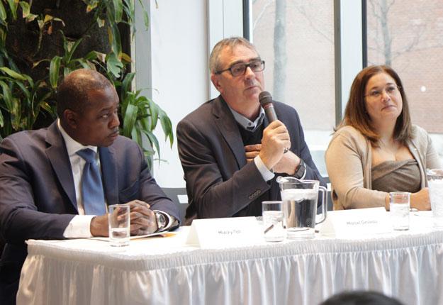 Macky Tall, président et chef de la direction de CDPQ Infra, Marcel Groleau, président général de l'UPA, et Doreen Assaad, mairesse de Brossard. Crédit photo : Josianne Desjardins/TCN