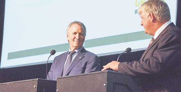 Les Producteurs de grains du Québec affirment avoir maintenant une bonne écoute de la part du ministre de l'Agriculture, André Lamontagne (à gauche).