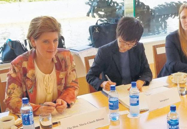 Au terme des discussions, la ministre Bibeau dit avoir perçu une ouverture du côté japonais sur le dossier de la régionalisation en cas d'éclosion de peste porcine africaine. Photo provenant du compte Twitter de Marie-Claude Bibeau
