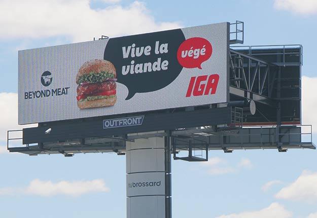 «Vive la viande végé» est le slogan utilisé par IGA pour promouvoir les galettes à hamburgers Beyond Meat. Photo : Josianne Desjardins/TCN
