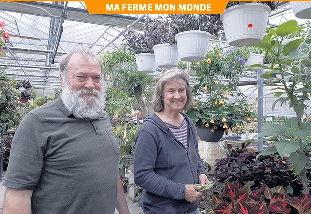 Pour André Mousseau et Pierrette Martel, propriétaires du Cactus Fleuri, des employés heureux ne chercheront pas de travail ailleurs, mais il est important de s'adapter à leur réalité, qu'ils soient jeunes, âgés ou handicapés. Crédit photo : Gracieuseté du Cactus Fleuri