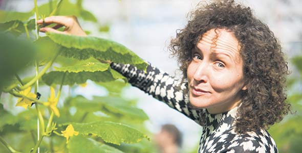 Jacinthe Généreux, 37ans, étudie en production maraîchère biologique afin de lancer son entreprise de fleurs coupées cultivées sous régie bio. «J'avais déjà un bagage d'affaires, alors je venais ici pour le contexte agronomique. Apprendre la phytoprotection et la réalité de la mise en marché en agriculture, ça confronte, ça nous apprend à nous découvrir. Mais avec ma formation, je me retrouve encore plus convaincue de [la faisabilité de] mon projet», explique-t-elle.