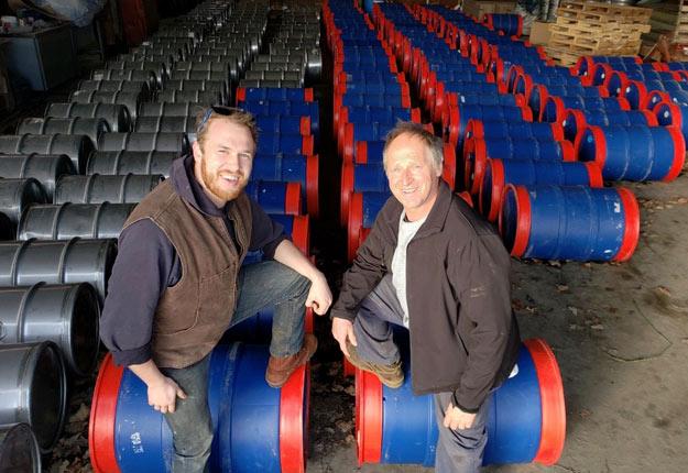 Alexis Cormier et son père Pierre ont enregistré leur meilleure production de sirop d'érable avec 6,2 lb/entaille. Crédit photo : Gracieuseté.