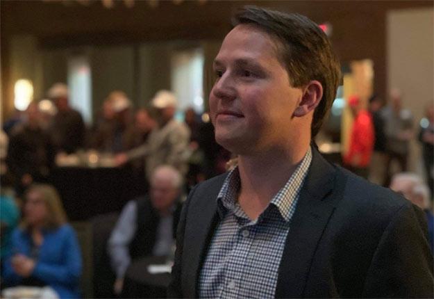 Deven Dreeshen, lors de la soirée électrorale, en Alberta. Photo : Compte Twitter de Deven Dreeshen.