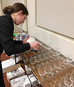 Le jury du concours La grande sève 2019 a évalué 108 sirops d'érable différents. Parmi ceux-ci, six sirops ont remporté une médaille d'or. Photo : Stéphane Guay