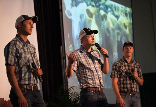 La notoriété acquise par les Peterson Farm Bros sur YouTube leur permet aujourd'hui de donner des conférences sur le métier d'agriculteur partout aux États-Unis. Photo : Gracieuseté