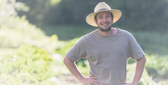 Jean-Thomas Fortin, de la Bordée des Corneilles, cultive 30 variétés anciennes ou exotiques en agriculture biologique dans Charlevoix. Photo : Francis Gagnon