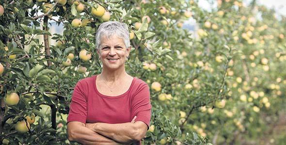 Propriétaire d'un verger et agronome consultante, Monique Audette s'est fait une expertise unique associée à la rentabilité des vergers.