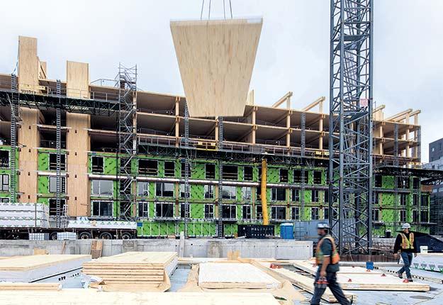 Le bois domine dans la construction du complexe Arbora, à Montréal. Photo : Adrien Williams