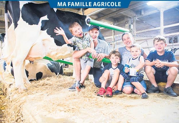 Vincent Comtois et Nancy Lecours, qui ont réalisé leur rêve d'avoir leur propre ferme à grands coups d'ambition et de travail, sont ici auprès de leurs quatre enfants: Olivier (5 ans), William (8 ans), Félix (3 ans) et Joël (10 ans). Photos : Martin Ménard/TCN