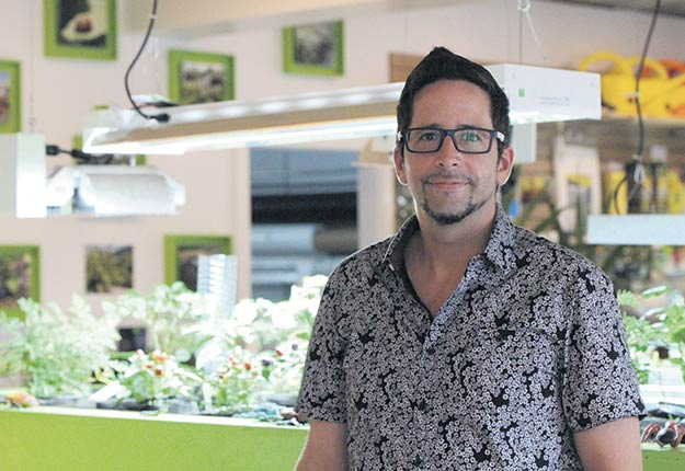 Selon Nicolas Ste-Marie, la production de cannabis est cinq fois plus exigeante que la production de légumes certifiée par les normes strictes de CanadaGAP. Photo : Myriam Laplante El Haïli/TCN