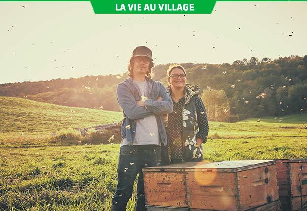 Anicet Desrochers et Anne-Virginie Schmidt ont repris l'élevage, la production de miel et l'agrotourisme à la ferme familiale de Ferme-Neuve, dans les Hautes-Laurentides. Photo : Gracieuseté d'Anne-Virginie Schmidt