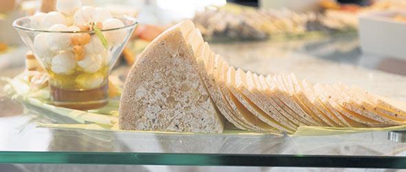 Les artisans fromagers québécois ont développé leur expertise en très peu de temps. Photo : Gracieuseté de Plaisirs Gourmets