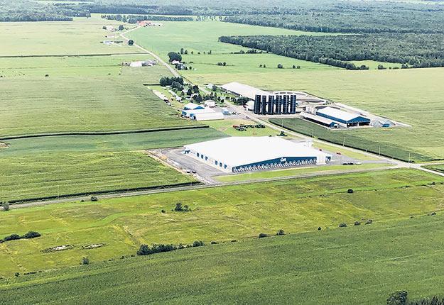 Le Regroupement des grandes fermes laitières du Québec a tenu son pique-nique annuel à la Ferme Lansi, de Saint-Albert, dans le Centre-du-Québec. Crédit : Célia Neault