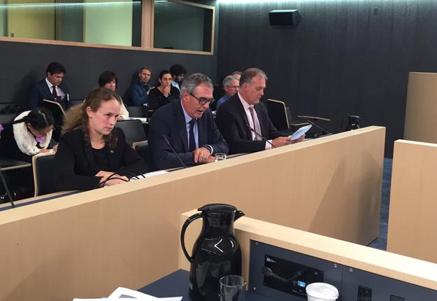 Devant les membres de la Commission, le président de l'Union des producteurs agricoles Marcel Groleau a rappelé que les producteurs agricoles devront être au cœur des changements à venir en matière de pesticides. Photos : Myriam Laplante El Haïli