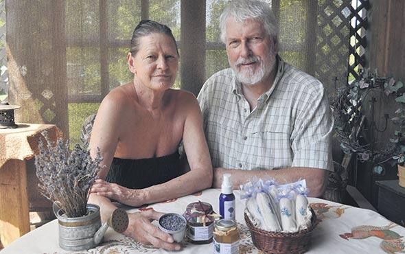 Sur la propriété qu'il partage avec sa conjointe Jocelyne Pichette, Léo Denis Carpentier cultive la lavande qui entre dans la composition des produits de la savonnerie artisanale.