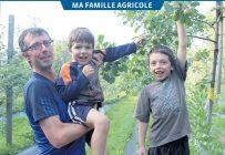 Frédéric Dallaire, propriétaire de la ferme La pointe-aux-pommes, en compagnie de ses garçons Mathis et Oli. Bien qu'ils ne soient pas encore prêts à aider leur père dans ses tâches, cela ne saurait tarder. Photo : Charles-Olivier Caron