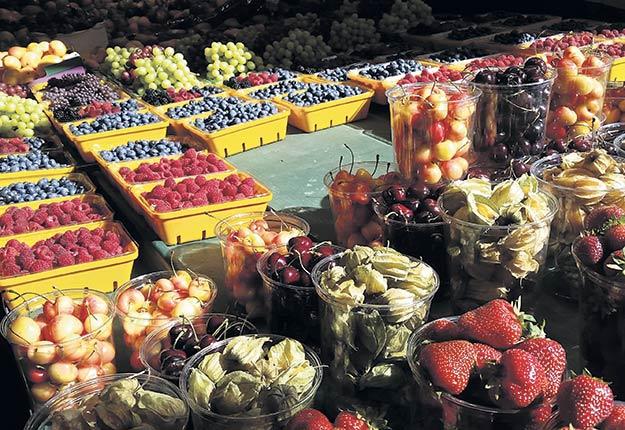 Le laboratoire du MAPAQ a trouvé au cours de son enquête deux échantillons de fraises et deux de framboises contenant une concentration de pesticides qui dépassait les normes admises au Canada. Photo : Martin Primeau/TCN