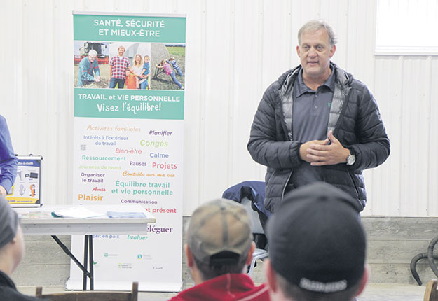 Le 1er vice-président de l'UPA, Martin Caron, s'est exprimé lors de l'atelier de prévention contre les gaz de silo réalisé par Mirelly Roy-Turner, d'Équipements Lambert. Photos : Josianne Desjardins/TCN