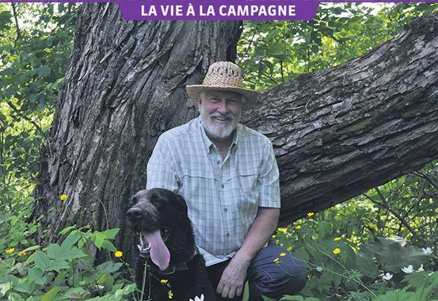 Toute personne qui se présente au domicile du directeur général et artistique du Festival de films sur l'environnement (FFPE) est accueillie par son chien Zoro. Photos : Johanne Martin