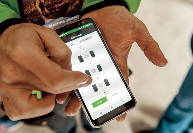 Dans l'application Intuitu, un utilisateur peut enregistrer des pneus, qu'ils soient «connectés» ou non, peu importe le nombre d'essieux. Photo : Vincent Cauchy / TCN