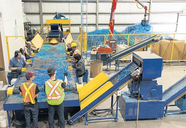 L'usine d'Environek, à Saint-Malachie, est la seule au Québec à recycler l'ensemble des plastiques acéricoles. Photo : France Quirion