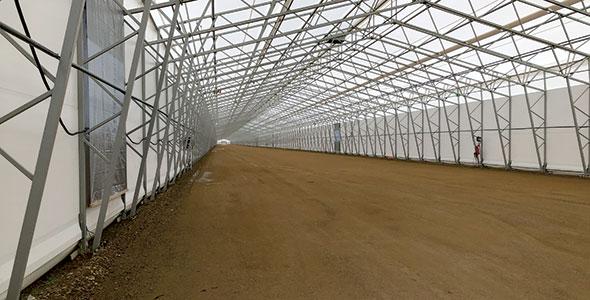 En plus des tests extérieurs, un hall de glace de 700m permet d'effectuer des essais en environnement contrôlé.