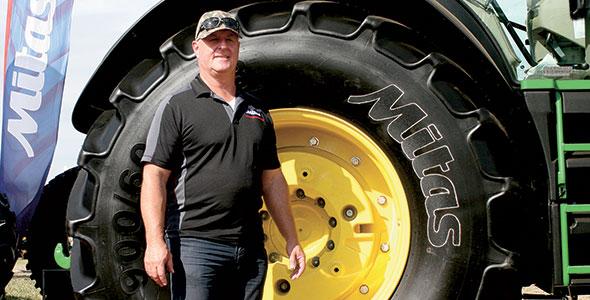 Mike Massé, gestionnaire des comptes principaux pour les pneus Mitas. Photo : Vincent Cauchy / TCN