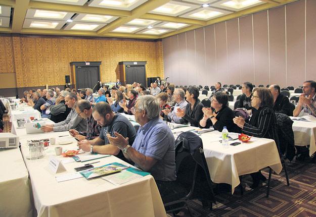 Les délégués de la Fédération de l'UPA du Bas-Saint-Laurent ont débattu de 13résolutions. Photo : Julie Mercier/TCN