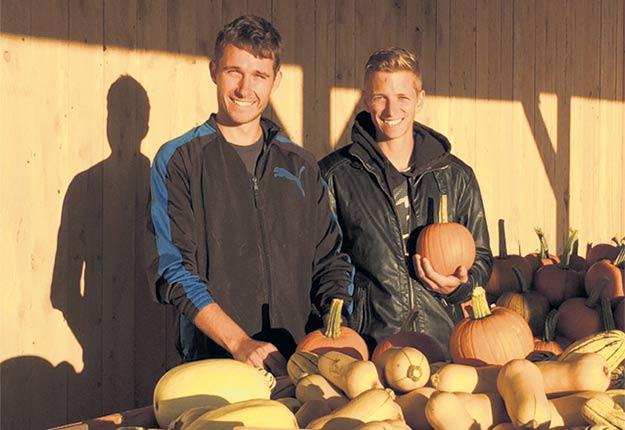 Jonathan Roy et Marc-Antoine Daigle se sont établis à Inverness en 2017 pour lancer leur propre entreprise maraîchère, Les Jardins Dublin. Photo : Gracieuseté des Jardins Dublin