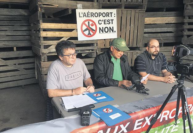 Les opposants au projet d'aérodrome de Saint-Roch-de-l'Achigan comptent à nouveau faire pression pour empêcher la réalisation du projet. Photos : Myriam Laplante El Haïli/Archives TCN
