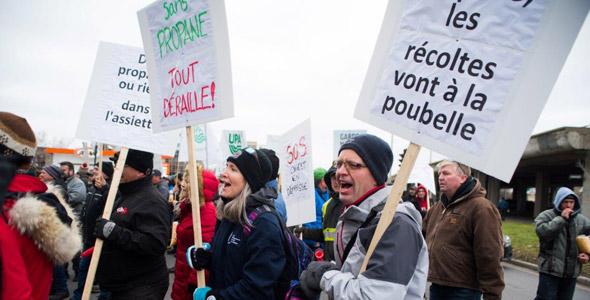 Les manifestants exigent le retour des livraisons de propane.