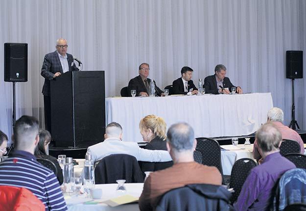 Les producteurs maraîchers réunis en assemblée générale annuelle le 8novembre ont notamment voté une résolution pour soustraire leur industrie du Règlement de compensation pour l'atteinte aux milieux humides et hydriques. Photo : Martin Primeau / TCN