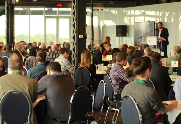 Le Sommet agroenvironnemental Agriculture, nature et communauté a permis de constater que les projets qui connaissent du succès en matière environnementale sont ceux où les producteurs se regroupent pour modifier ensemble leurs pratiques culturales.. Photo : Martin Primeau/TCN