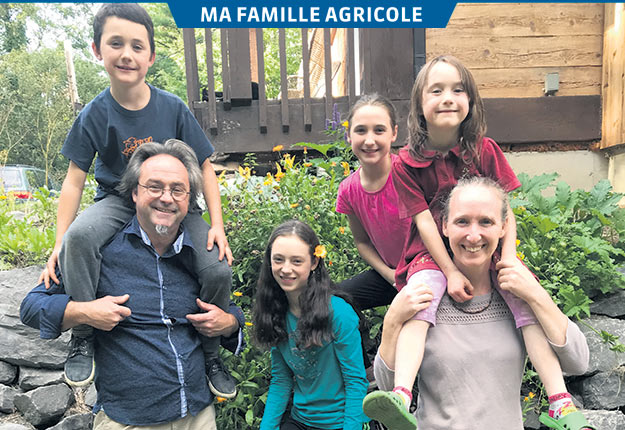 Jocelyn Boulianne et Valérie Savard ainsi que leurs enfants, Loïs, Maïté, Maëlle et Éloïse. Photos : Geneviève Quessy
