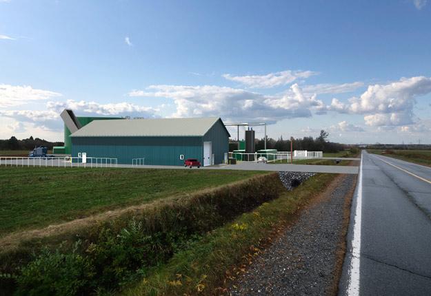 Dès l'automne 2020, l'usine de biométhanisation située à Warwick transformera en gaz naturel renouvelable le lisier et le fumier provenant d'une dizaine de fermes laitières. Crédit photo : Génitique