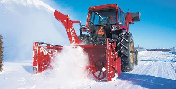 Nombreux sont les agriculteurs qui offrent  des services de déneigement durant l'hiver.
