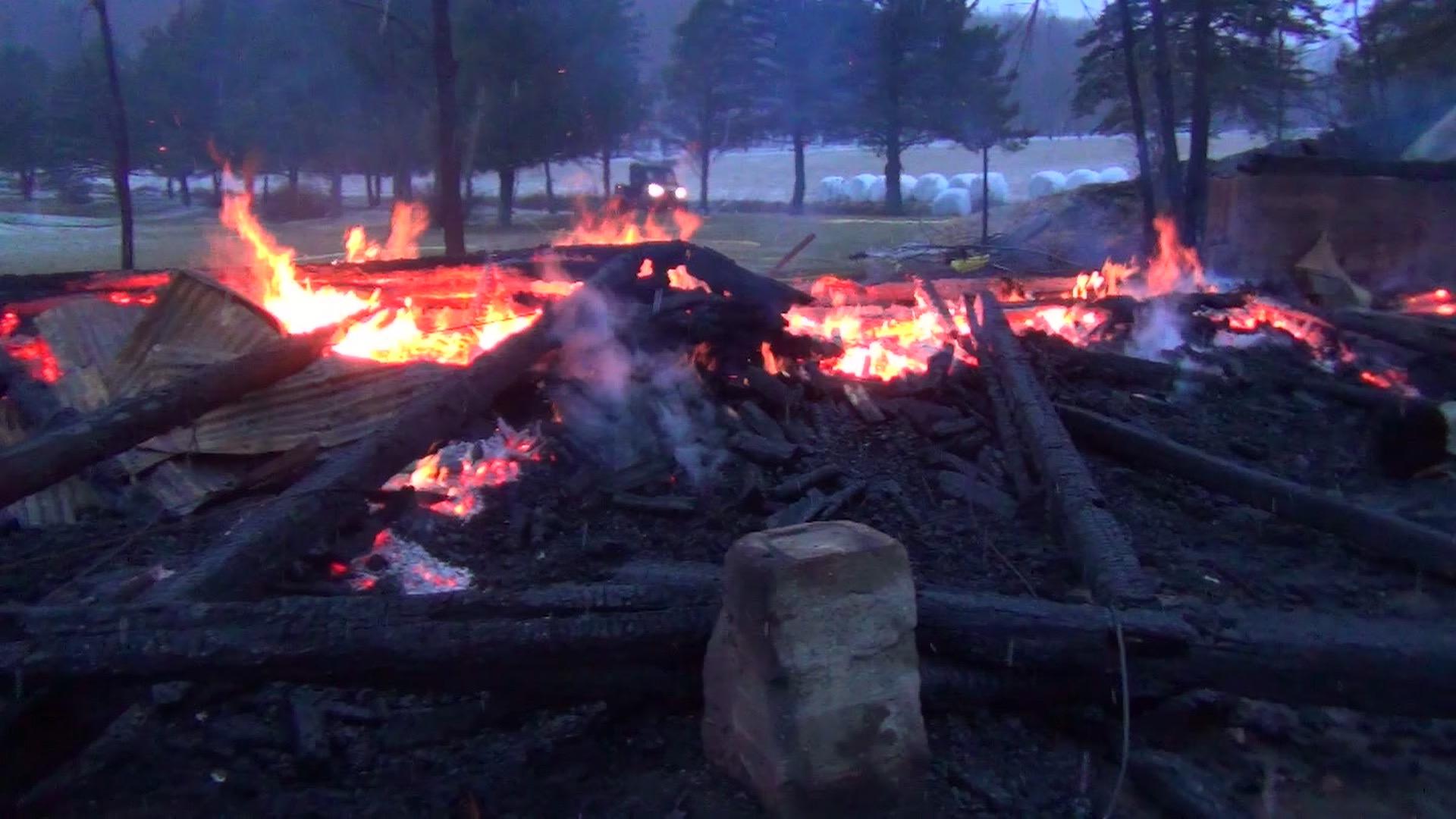 Les restes de la grange du pomiculteur Charles Choquette. Photo : Gracieuseté de Joceline Landry