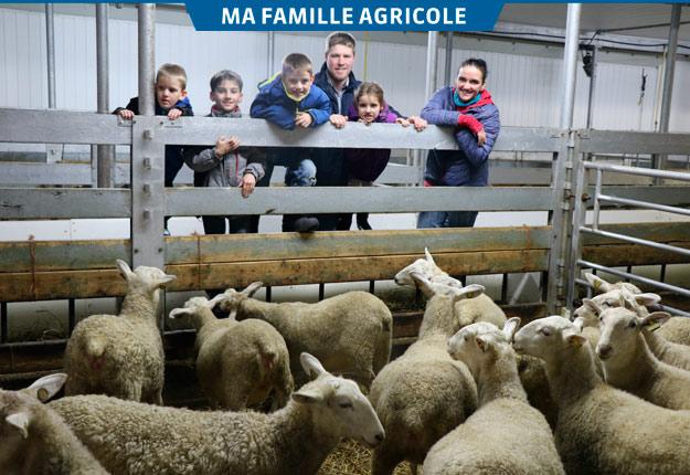 Léda et Jean-François accompagnés de leurs enfants Monica, six ans, Julien, quatre ans, Grégoire, huit ans, et Arthur, neuf ans. Crédit photo : Maurice Gagnon