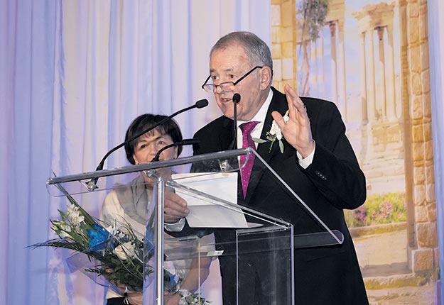 Le 15 janvier, le Gala Cérès a rendu hommage au producteur Réal Laflamme. Ce dernier a remercié sa femme Odette Gervais, qui a travaillé «énormément» à ses côtés. Photo : Patrick Roger