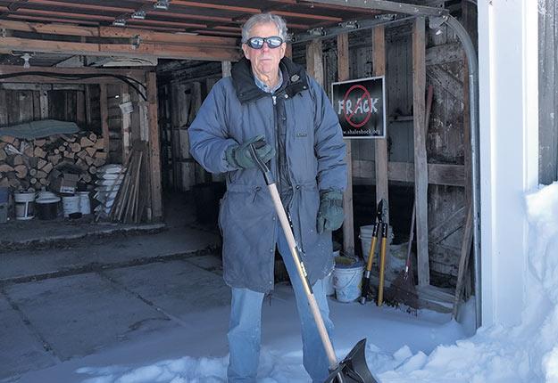 Peter G. Brown, professeur à la Faculté des sciences de l'agriculture et de l'environnement, possède aussi une terre à bois. Photo : Gracieuseté de Peter Brown