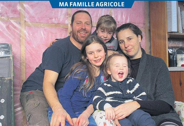 Eric Perreault en compagnie de sa conjointe Marie Perreault et de leurs enfants, Abigaël, Isaac et Eliot. Photos: Gracieuseté d'Eric Perreault