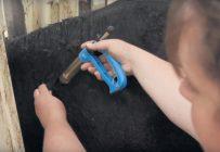Les animaux devraient être retenus convenablement afin d'assurer leur sécurité et la vôtre. Cette pratique permet d'avoir un meilleur accès au cou de l'animal, ce qui améliore la précision de l'intervention et réduit le risque d'aiguilles brisées. Photo : Beef Cattle Research Council